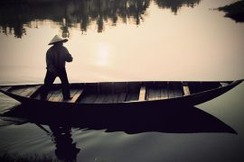 """Phân tích hình tượng người lái đò sông đà trong tác phẩm """"Người lái đò sông đà"""" của Nguyễn Tuân."""