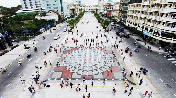 thuyet minh ve pho di bo nguyen hue - Thuyết minh về phố đi bộ Nguyễn Huệ